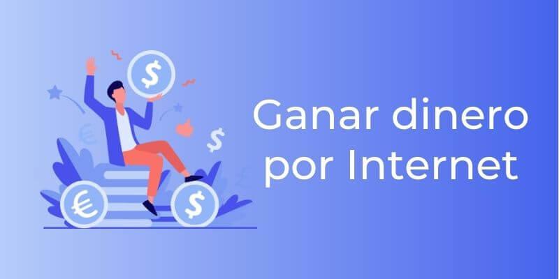 Un chico con un móvil en la mano sentada sobre dinero para representar cómo ganar dinero por internet