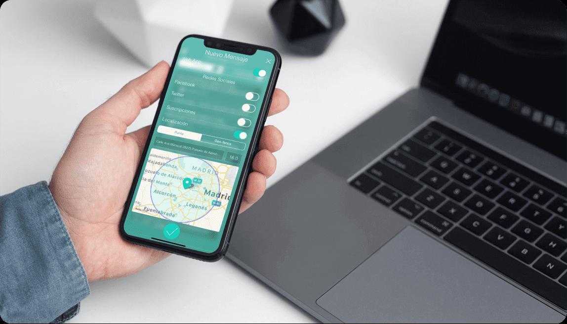 Mockup de un móvil con una captura de la aplicación de Skipper de Scoreapps